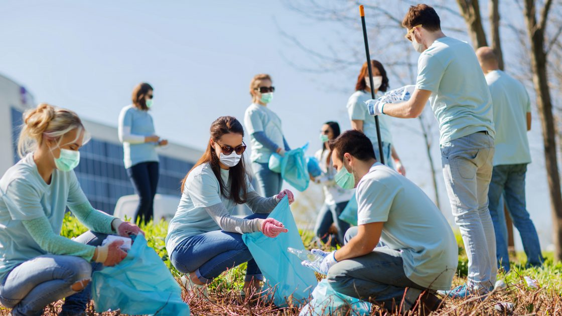 cleaning-up-the-community_your-best-social-life