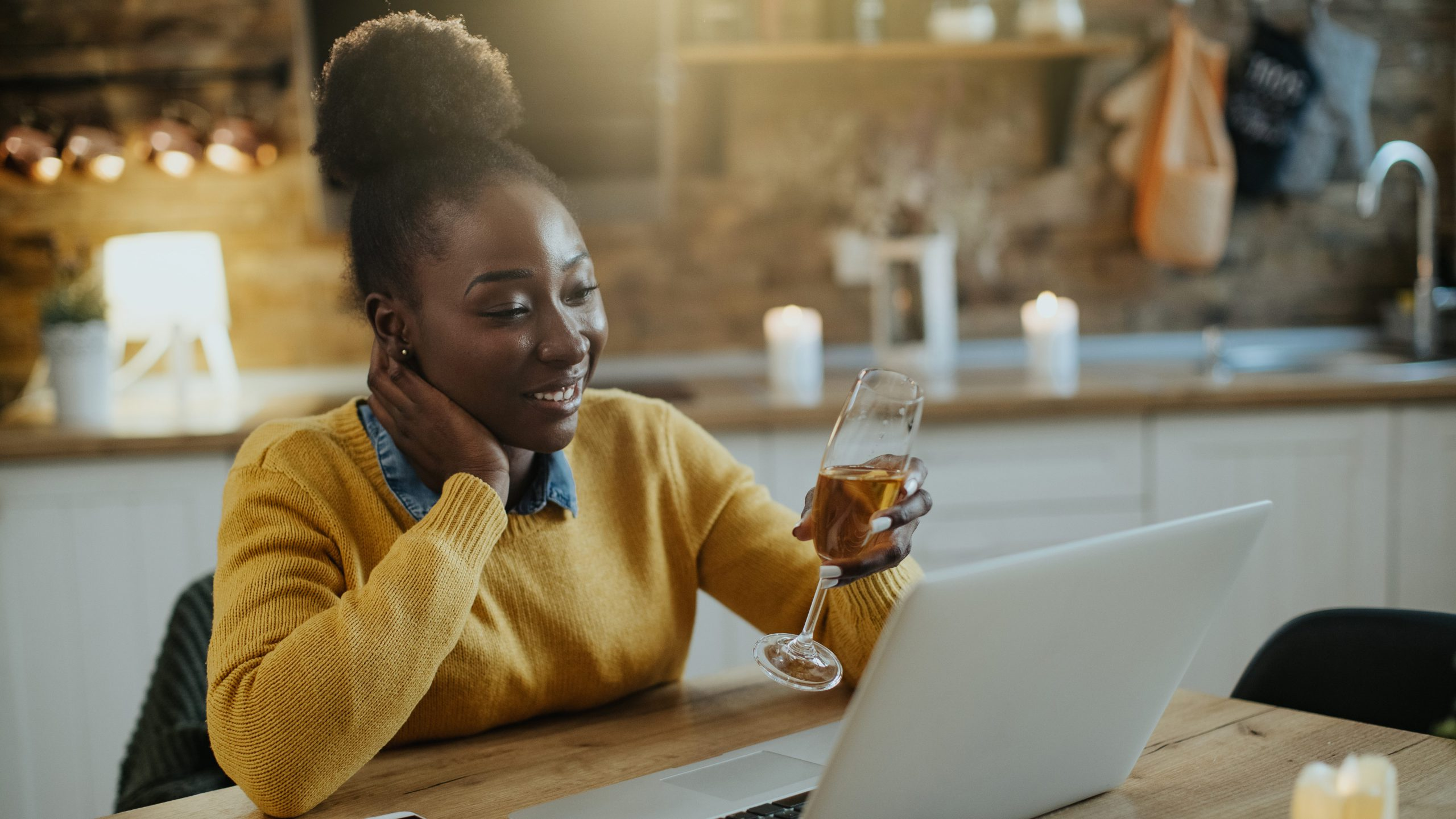 woman-chatting-on-Zoom-during-happy-hour_virtual-happy-hour